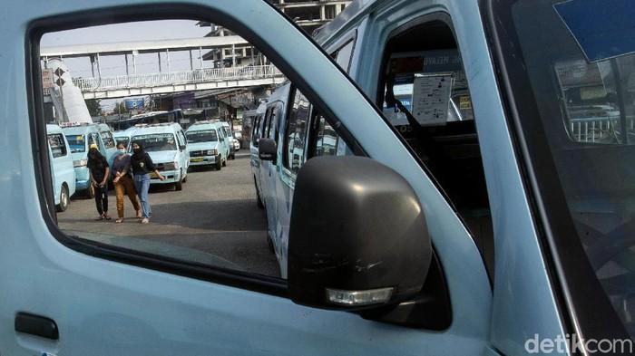 JakLingko bekerja sama dengan Suzuki Indonesia hadirkan angkutan kota ber-AC di Ibu Kota. Kehadiran angkot AC itu diharapkan beri rasa nyaman bagi penumpang.
