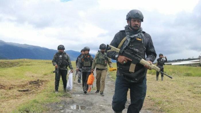 TNI-Polri Kontak Tembak dengan KKB di Bandara Ilaga (Foto: Antara)