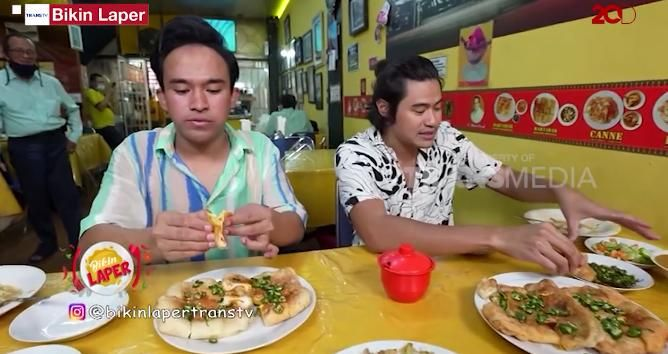 Bikin Laper! Intip Serunya Anwar BAB Coba Martabak Kari Palembang