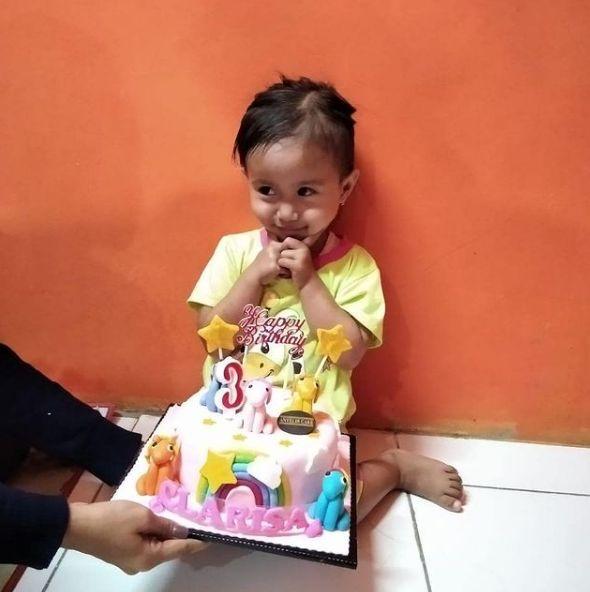 Rayakan Ultah Hanya Pakai Pisang, Bocah 3 Tahun In Banjir Hadiah dari Netizen