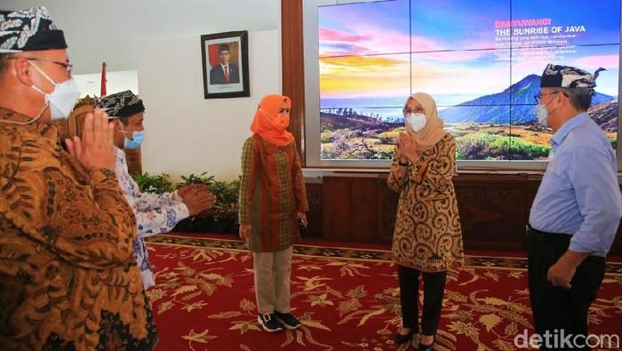 Komisi X DPR RI melakukan kunjungan kerja ke Banyuwangi. Mereka menggali pengembangan desa wisata di Indonesia.