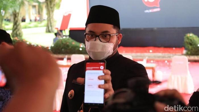Aplikasi Halo Masbup menjadi salah satu alat Bupati Kediri Hanindhito Himawan Pramana dalam melayani masyarakat. Dalam 3 bulan, ia sudah menyelesaikan ratusan masalah warga.