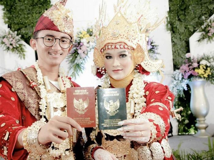 Foto pernikahan Heni dan Rosi Abimanyu.