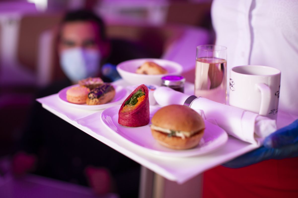 Ini Sebabnya Makanan Pilot dan Co Pilot di Pesawat Selalu Berbeda Menunya