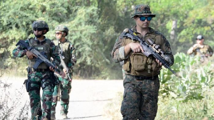 Prajurit Intai Amfibi (Taifib) Korps Marinir TNI AL dan United States Marines Corps (USMC) Reconnaissace Unit, yang terlibat dalam latihan bersama Reconex 21-II.