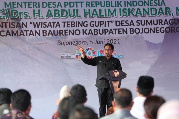 Menteri Desa, Pembangunan Daerah Tertinggal  dan Transmigrasi (Mendes PDTT), Abdul Halim Iskandar lakukan kunjungan kerja ke Bojonegoro.