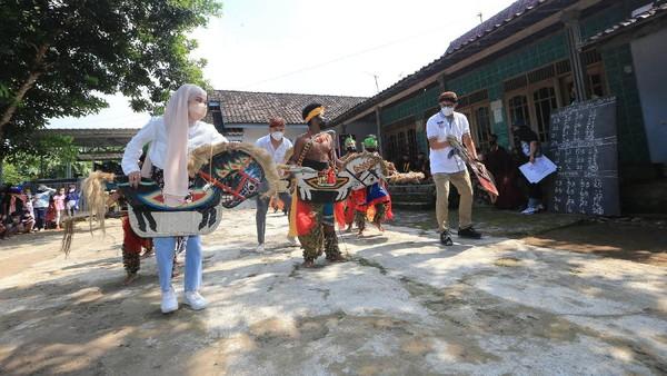 Candirejo dikenal juga sebagai simbol budaya jawa, mengunggulkan atraksi budaya seni tari jatilan, seni musik gamelan, hingga olahan kuliner berbahan dasar tempe yang sedang diusulkan menjadi warisan budaya dunia ke UNESCO.