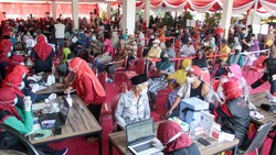 Memperingati Hari Lanjut Usia Nasional, 1.000 orang lansia di Sidoarjo, Jawa Timur, antusias mengikuti vaksinasi COVID-19.