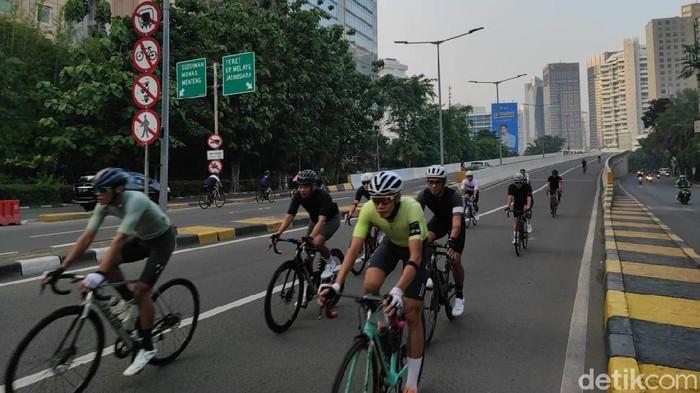 Pesepeda road bike di JLNT Kampung Melayu-Tanah Abang (Azhar Bagas/detikcom)