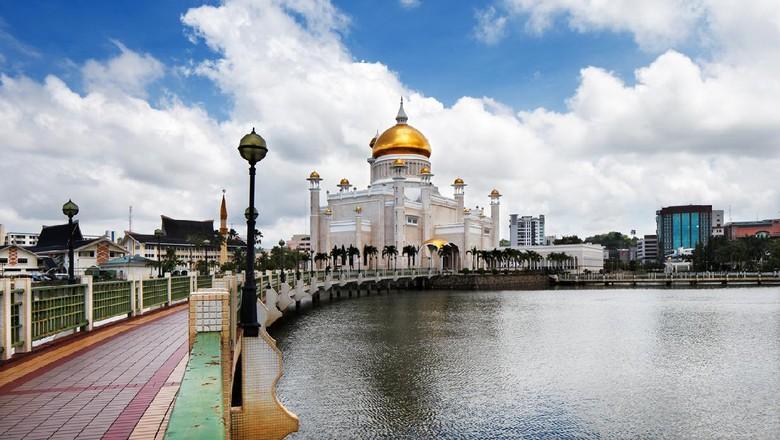 Sultan Omar Ali Saifuddin Mosque, Brunei Darussalam, depicting Mughal architecture and Italian style