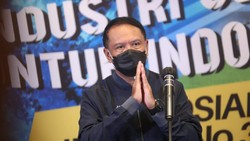 Wakili Jokowi, Menpora Takziah ke Rumah Duka Markis Kido