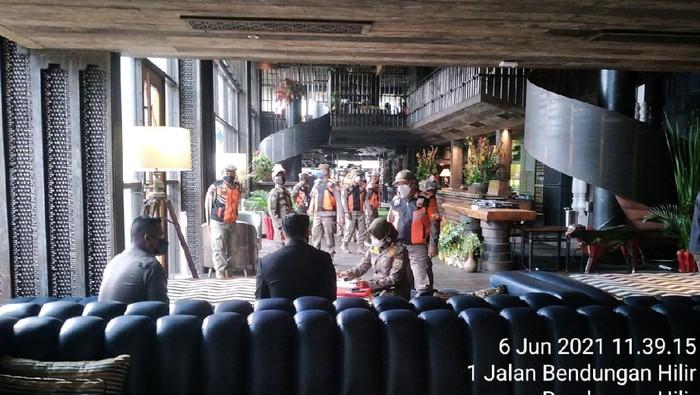 Caspar Jakarta ditutup sementara dan didenda imbas kerumunan