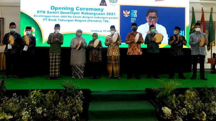 Bank BTN menggandeng Pondok Pesantren Tebuireng di Jombang, Jawa Timur menggelar Pelatihan BTN Santri Developer Kebangsaan 2021.