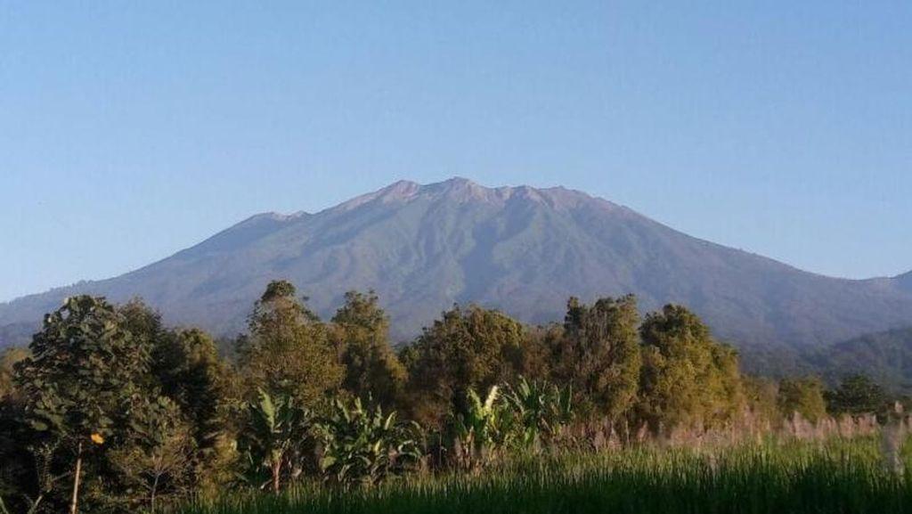 PVMBG Sebut Kilatan Cahaya Muncul di Raung Mirip Gunung Merapi