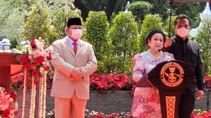 Megawati dan Prabowo saat meresmikan patung Bung Karno (Foto: Istimewa)