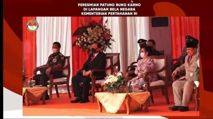 Megawati dan Prabowo saat meresmikan patung Bung Karno (Foto: YouTube PDIP)