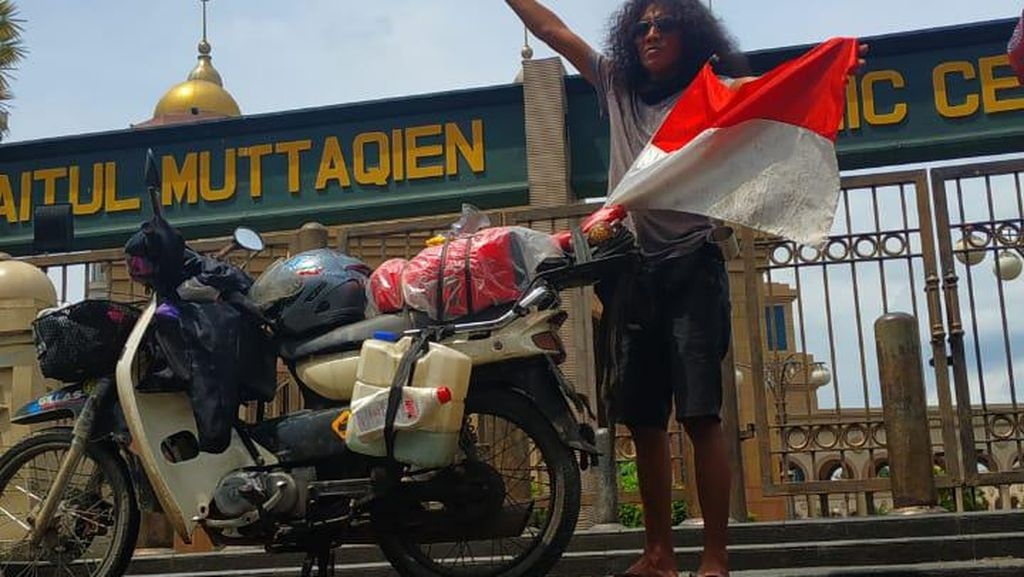 Cerita Pemuda Karawang Keliling Indonesia Naik Motor Kesayangan