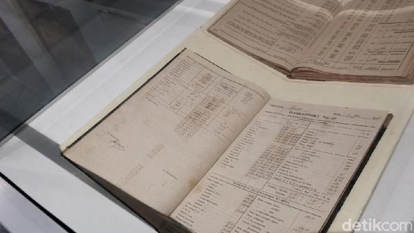 Di museum ini, pengujung bisa melihat catatan perusahaan. (Aisyah Kamaliah/detikcom)