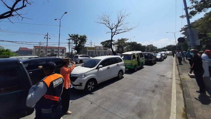 Pasca RSUD Bangkalan Lockdown, Pengguna Jalan Melintas di Suramadu Swab Massal