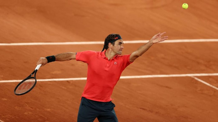 PARIS, FRANCE - JUNE 05: Roger Federer of Switzerland serves during his Mens Singles third round match against Dominik Koepfer of Germany on day seven of the 2021 French Open at Roland Garros on June 05, 2021 in Paris, France. (Photo by Clive Brunskill/Getty Images)
