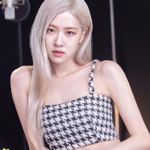 3 Warna Rambut Idol KPop yang Lagi Trend Menurut Hair Stylist Korea