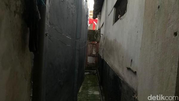 Detikcom mendatangi rumah kelahiran Soekarno pada Sabtu (5/6). Di depan gang Pandean IV, terpasang prasasti yang betuliskan Di Sini Tempat Kelahiran Bapak Bangsa DR. IR. Soekarno.