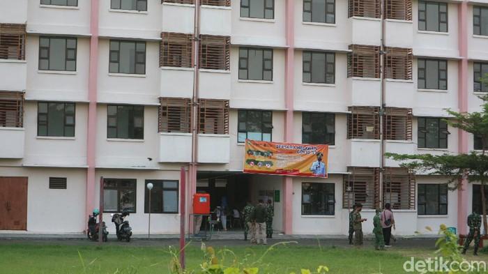 Rusunawa Bakalan Krapyak tempat isolasi warga terkonfirmasi positif Corona atau COVID-19 di Kudus, Minggu (6/6/2021).