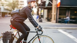 5 Jenis Sepeda Ini Paling Cocok untuk Transportasi, Road Bike Juga Bisa Sih
