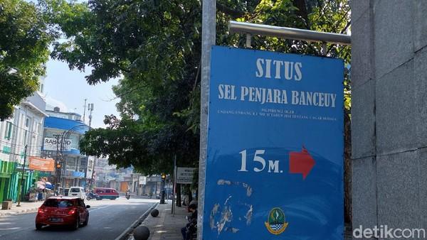 Inilah Situs Sel Penjata Banceuy, yang terletak di jalan ABC, Kota Bandung. Di sinilah presiden pertama RI, Ir Sukarno pernah dipenjara. Ada papan penunjuk yang jelas kalau ke sini.