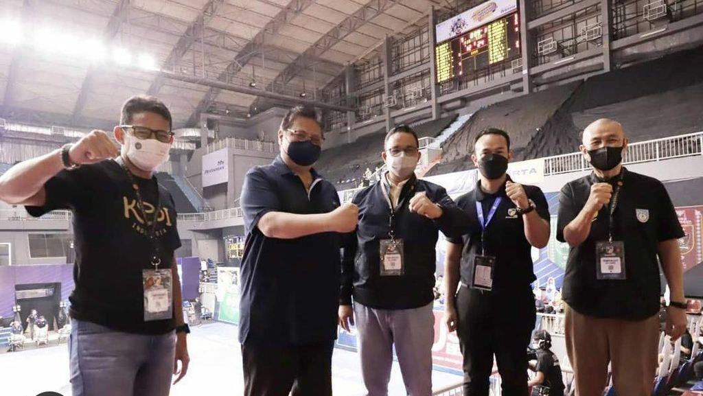 Airlangga Hartarto Bertemu Anies-Sandi Uno di Gelanggang Basket