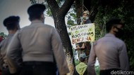 Aksi Damai Menuntut Hak Lingkungan Hidup di Balai Kota DKI