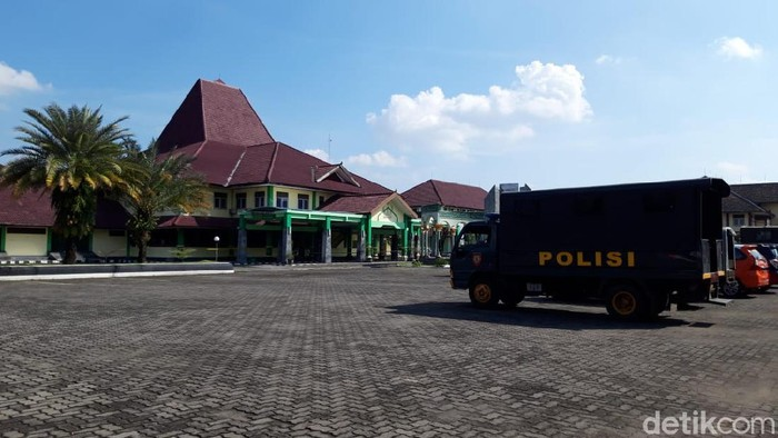 Asrama Haji Donohudan, Ngemplak, Boyolali menjadi tempat isolasi terpusat pasien Corona di Jawa Tengah.