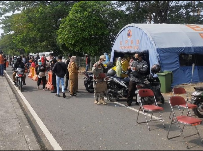 Beda Kondisi Pintu Masuk Suramadu Sisi Madura dan Surabaya