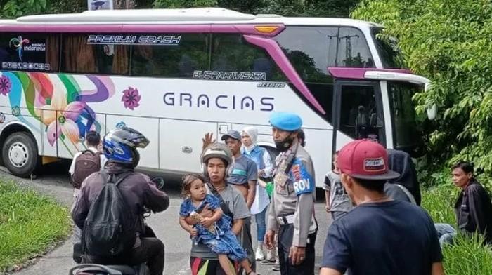 Bus nyangkut