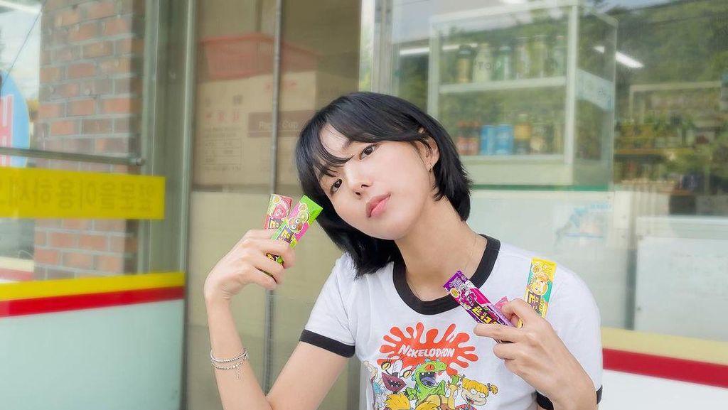 Pose Cantik Chae Soo Bin Sweet and Sour Saat Piknik dan Ngemil Permen