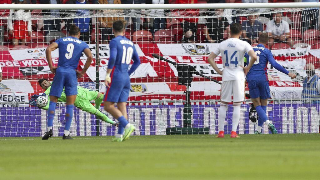 Gagal Penalti, Henderson Dikecam karena Serobot Jatah Teman