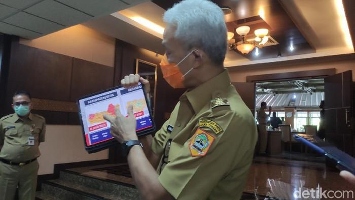 Ganjar Pranowo menunjukkan zona Merah Corona di Jateng, 7/6/2021