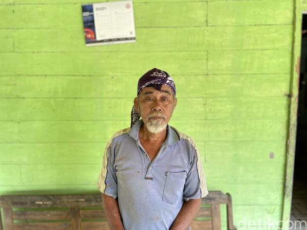 IniLasio (65). Ia keturunan ketiga dari Mbah Engkrek. Ia bersama menantu Samin yakni Surohidin yang bermukim di Dukuh Karangpace, Desa Klopoduwur, melanjutkan perlawanan terhadap Belanda.