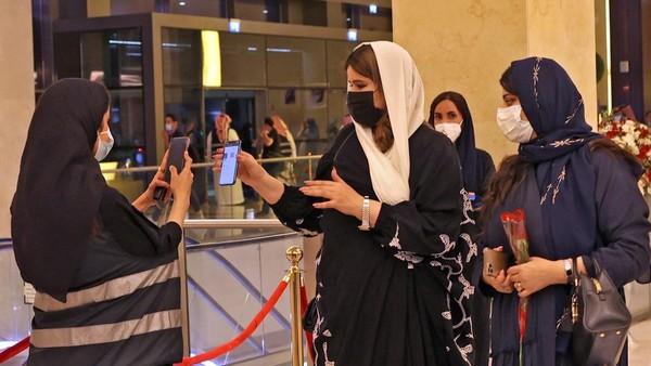 Konser itu bukan saja spesial karena penampilnya. Konser tersebut juga menjadi konser pertama di Riyadh sejak pandemi Covid-19 menerpa Arab Saudi. (AFP/FAYEZ NURELDINE)