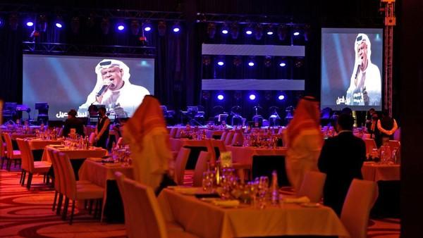 Sebelum pembatasan diterapkan setahun yang lalu untuk membendung penyebaran virus Corona, pemerintah Arab Saudi memang mulai melonggarkan pembatasan hiburan selama beberapa dekade. Itu sebagai bagian dari upaya untuk meningkatkan citra kerajaan dan menarik wisatawan.(AFP/FAYEZ NURELDINE)
