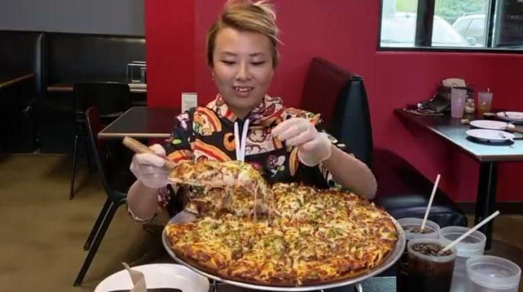 Niat Mukbang Pizza, YouTuber Ini Malah Dituduh Penipu oleh Pihak Resto