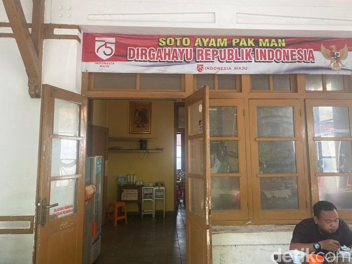 Pak Man: Gurih Segar Soto Ayam Khas Semarang Favorit Para Pejabat