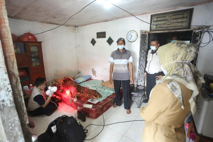 Pemkot Mojokerto Beri Layanan Fisioterapi Gratis bagi Lansia di Rumah
