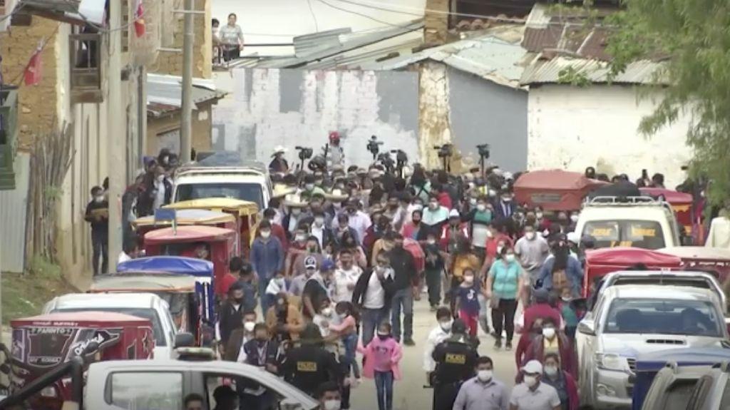 Pilpres di Peru Abaikan Prokes, Warga Berdesakan Memilih!