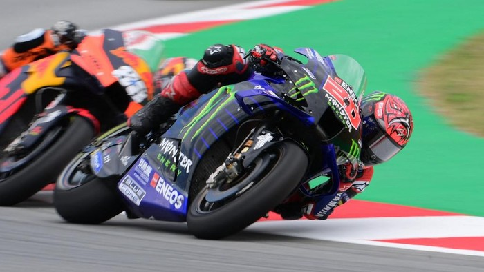 Yamaha French rider Fabio Quartararo competes during the MotoGP race of the Moto Grand Prix de Catalunya at the Circuit de Catalunya on June 6, 2021 in Montmelo on the outskirts of Barcelona. (Photo by LLUIS GENE / AFP)