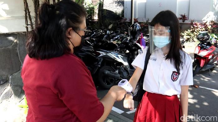 330 sekolah di Kota Bandung menggelar simulasi Pembelajaran Tatap Muka (PTM). Ujicoba ini digelar dan dipantau langsung Pemkot Bandung dari Tanggal 7-18 Juni 2021 mendatang.