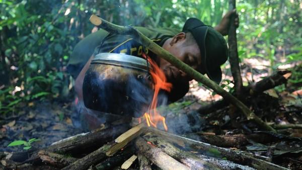 Sejak pertengahan 2013, Forum Konservasi Leuser (FKL) memiliki 28 kelompok kerja jagawana yang masing-masing tim berjumlah empat sampai lima orang. Dalam berpatroli mereka juga didampingi Polhut dari Balai Besar Taman Nasional Gunung Leuser, Dinas Lingkungan Hidup dan Kehutanan (DLHK) Aceh atau dari Balai Konservasi Sumber Daya Alam (BKSDA) Aceh.