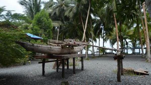 Nama Teluk Tanah Merah di Papua mungkin belum banyak terdengar di telinga traveler. Namun di sini, perahu-perahu yang dimiliki warga memiliki keunika, yaitu bisa dibedakan antara perahu laki-laki dan perempuan. (Hari Suroto/Istimewa)