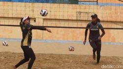 Jelang PON Papua, Tim Bola Voli Pantai Jatim Genjot Latihan