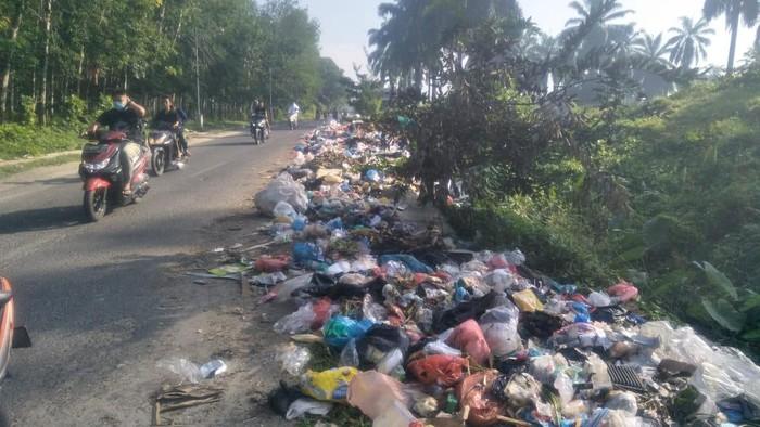 Tumpukan sampah di jalanan Asahan (dok. Istimewa)
